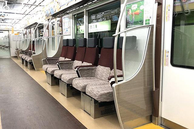 京王5000系1次車(ロングシート時)座席、袖仕切り