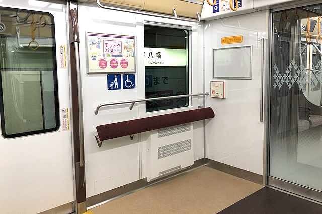 京王5000系1次車(ロングシート時)車いすスペース