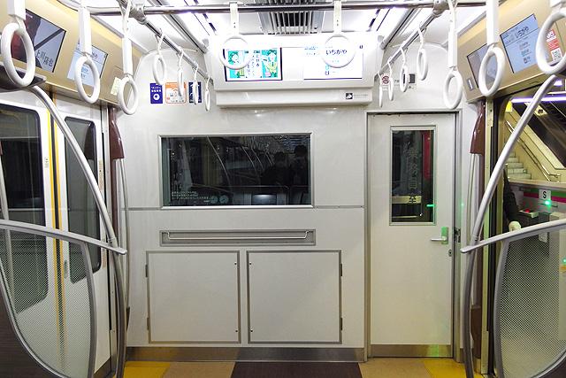 京王5000系1次車(ロングシート時)乗務員室背面