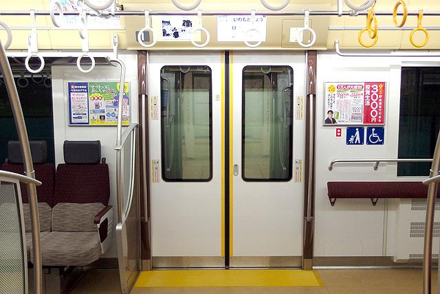 京王5000系1次車(ロングシート時)客用ドア