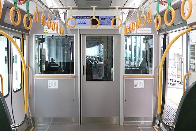 JR西日本323系 乗務員室背面