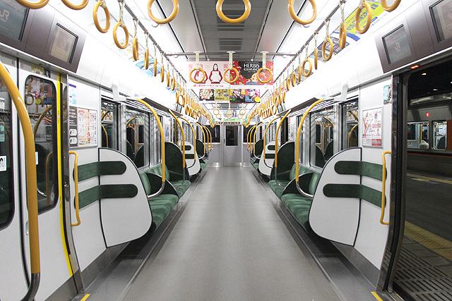 JR西日本323系車内(8号車)