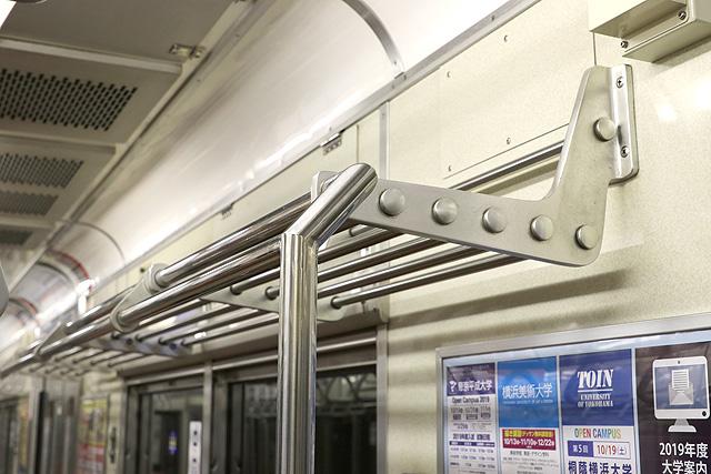 相鉄新7000系(ロングシート車)荷棚