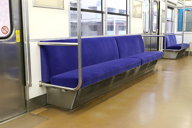 JR西日本103系(R1編成)座席、袖仕切り