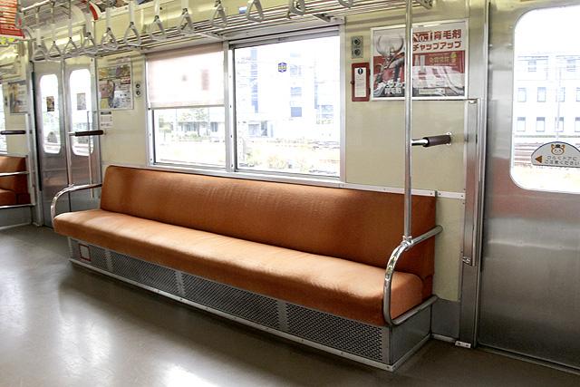 相鉄新7000系(ロングシート車)座席、袖仕切り