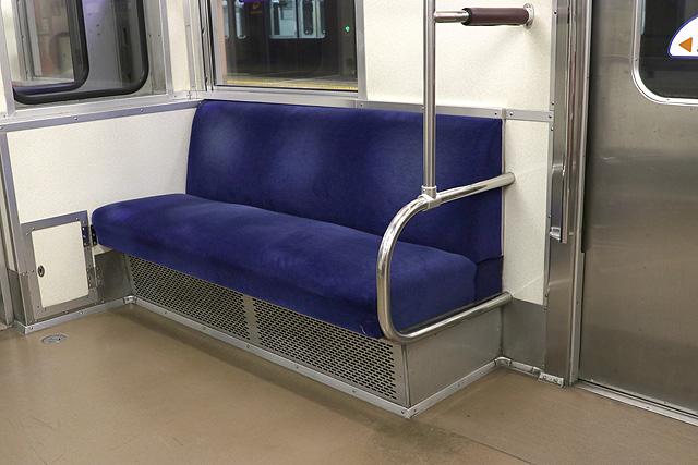 相鉄新7000系(ロングシート車)優先席