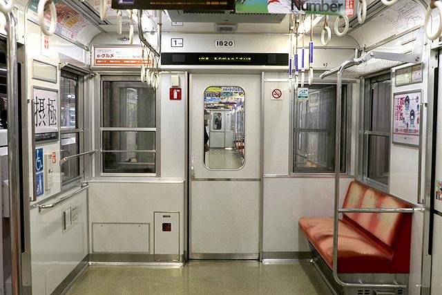 Osaka Metro 10A系 貫通路