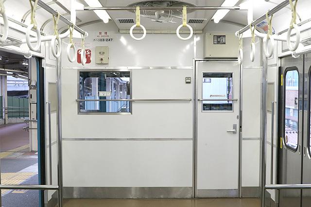 JR西日本103系(R1編成)乗務員室背面