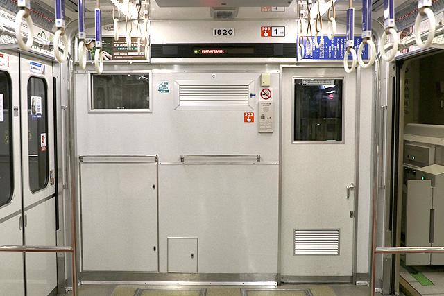 Osaka Metro 10A系 乗務員室背面