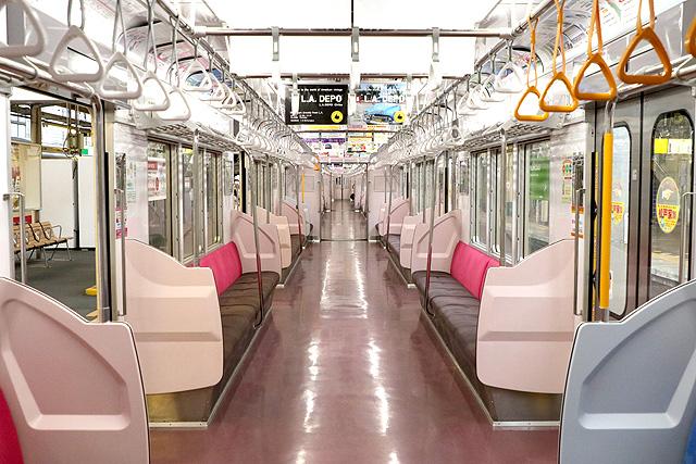 新京成8800形(リニューアル車)車内
