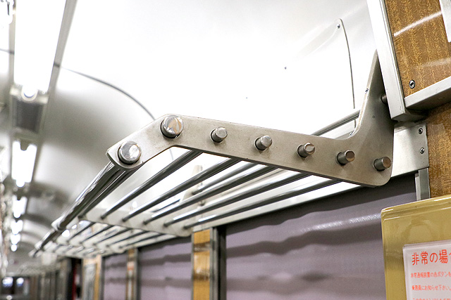 神鉄1350形(リニューアル車)荷棚
