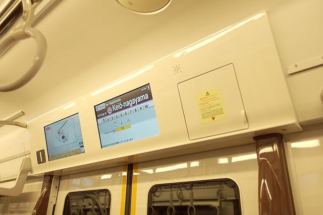 京王5000系京王ライナー(2次車)LCD車内案内装置(ドア上)
