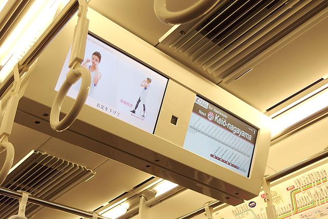 京王5000系京王ライナー(2次車)LCD車内案内装置(天井)、防犯カメラ