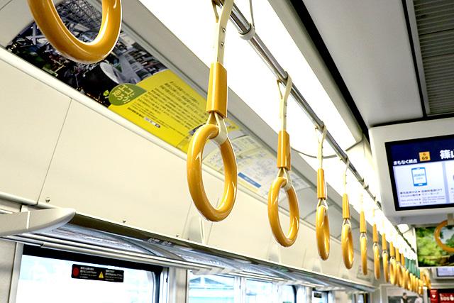 JR西日本225系6000番台 吊革