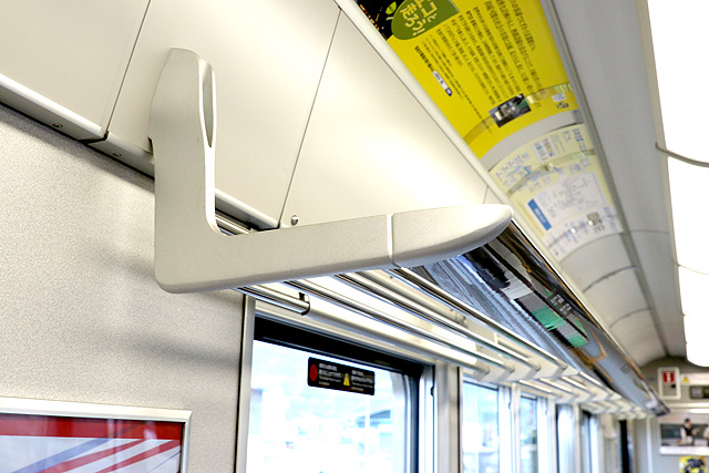 JR西日本225系6000番台 荷棚