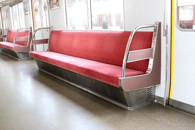 近鉄3200系 座席、袖仕切り