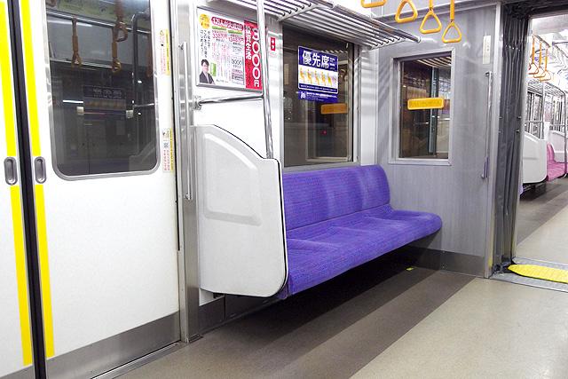 京王9000系(8両編成車)優先席(おもいやりぞーん)