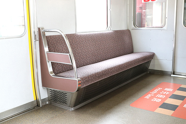 近鉄3200系 優先座席