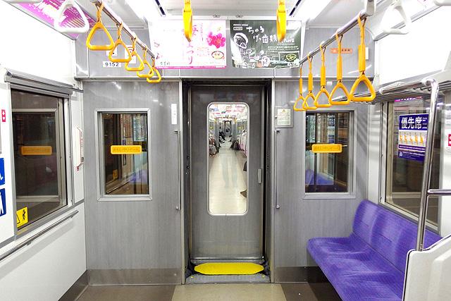 京王9000系(8両編成車)貫通路