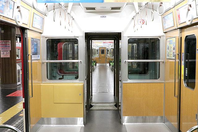 神鉄1350形(リニューアル車)貫通路(先頭車組み込み部)