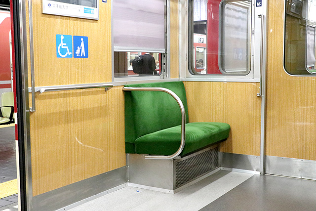 神鉄1350形(リニューアル車)車いすスペース