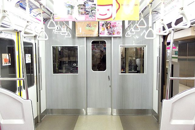 京王9000系(8両編成車)乗務員室背面