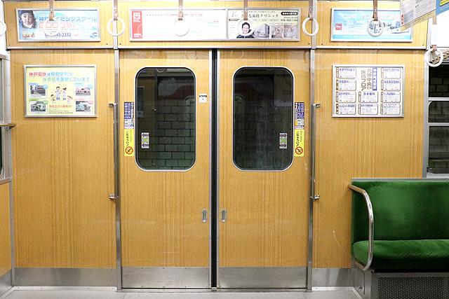 神鉄1350形(リニューアル車)客用ドア