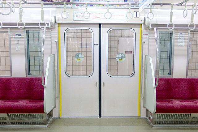 小田急2000形 客用ドア