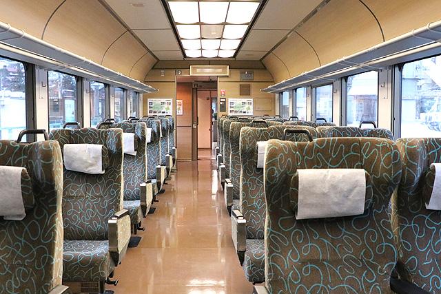 JR東日本485系リゾートやまどり 車内デザイン