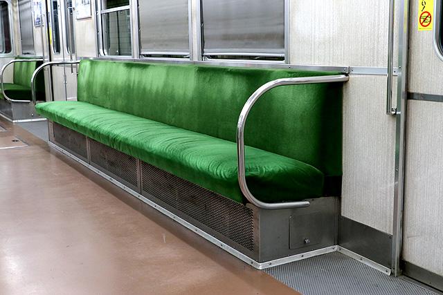 神鉄3000系(前期型)座席、袖仕切り