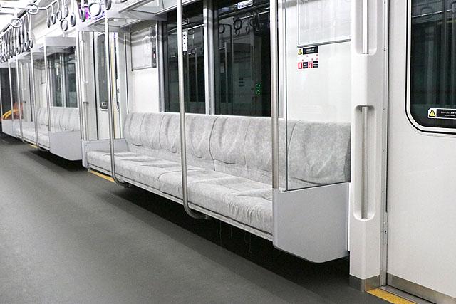 相鉄20000系 座席、袖仕切り、スタンションポール