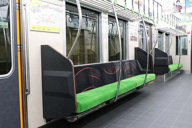 京阪13000系(2016年~増備車)座席、袖仕切り、スタンションポール