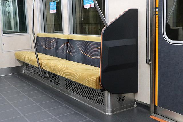 京阪13000系(2016年~増備車)優先座席