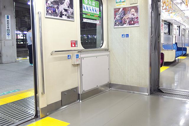 東京臨海高速鉄道70-000形 車いすスペース