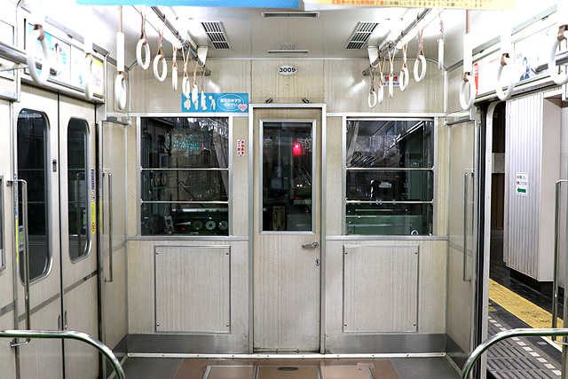 神鉄3000系(前期型)乗務員室背面