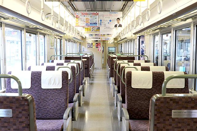 JR西日本223系5500番台 車内デザイン