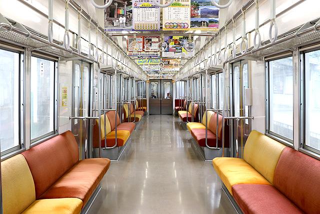 秩父鉄道7500系 車内デザイン