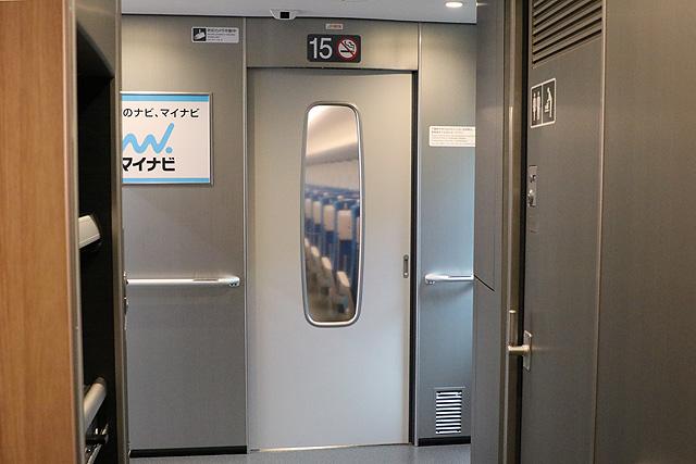 JR東海N700S(普通車)デッキ仕切りドア(デッキ側)、防犯カメラ
