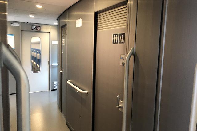 JR東海N700S(普通車)デッキ、トイレ
