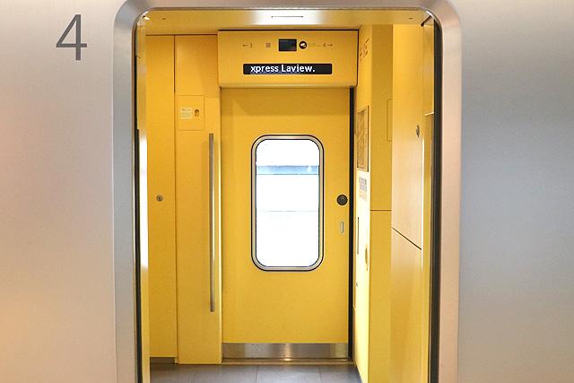 西武001系Laview 客用ドア