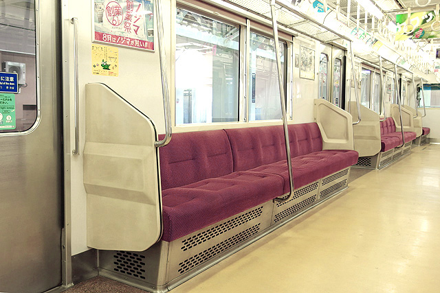 京急1500形(鋼製車)座席、袖仕切り、スタンションポール