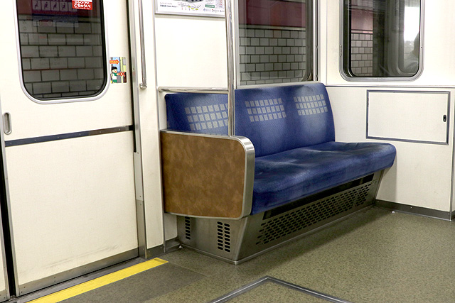 Osaka Metro 25系 優先座席