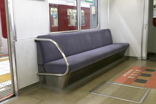 近鉄2610系(X12編成)優先座席