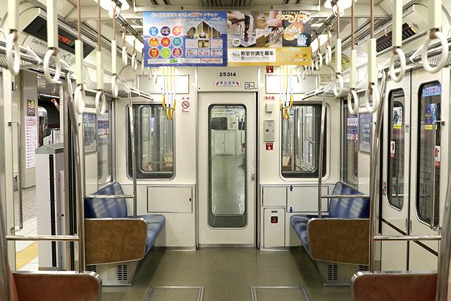 Osaka Metro 25系 貫通路