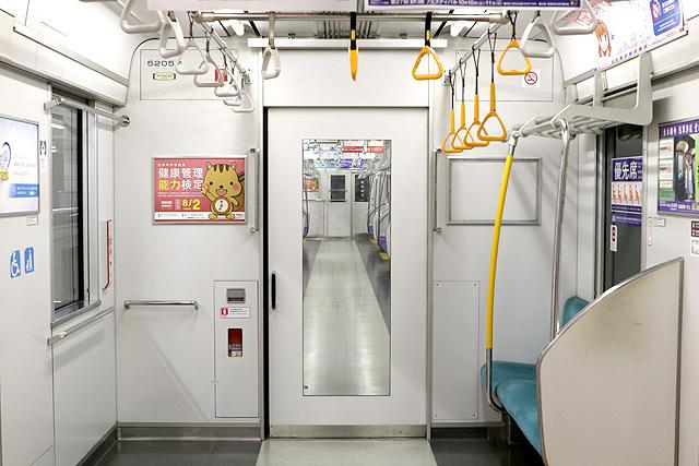 東武50050系(初期車)貫通路