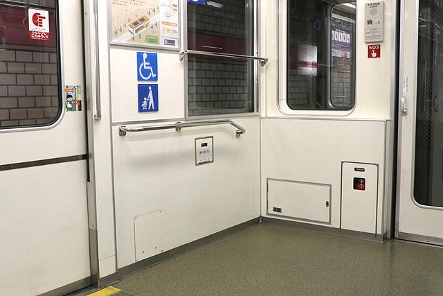 Osaka Metro 25系 車いすスペース