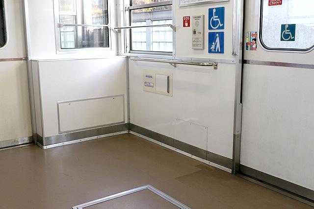 Osaka Metro 20系 車いすスペース