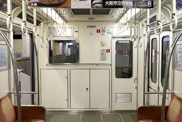 Osaka Metro 25系 乗務員室背面