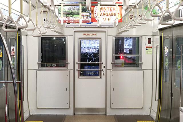 小田急8000形(後期更新車)乗務員室背面