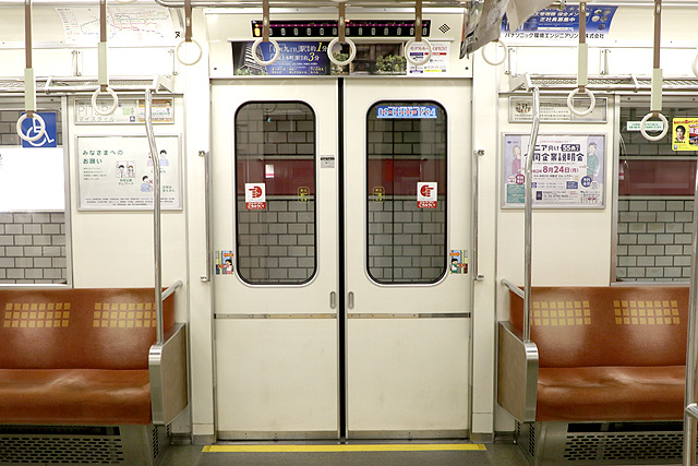 Osaka Metro 25系 客用ドア
